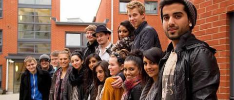 El Rey anima a los jóvenes a marcharse a estudiar y trabajar fuera de España